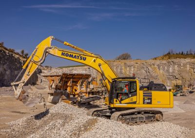 excavator-loading-crusher-with-aggregates